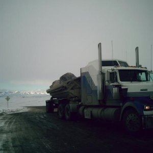 This T880 was my home away from home up on Alaska's North-slope.  Don't get me wrong, I love to drive...  going there and seeing the beauty side-by-si